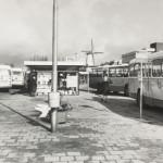 Busstation aan de Marijkestraat (Digitale ansichtkaart, 50 jaar groeistad)