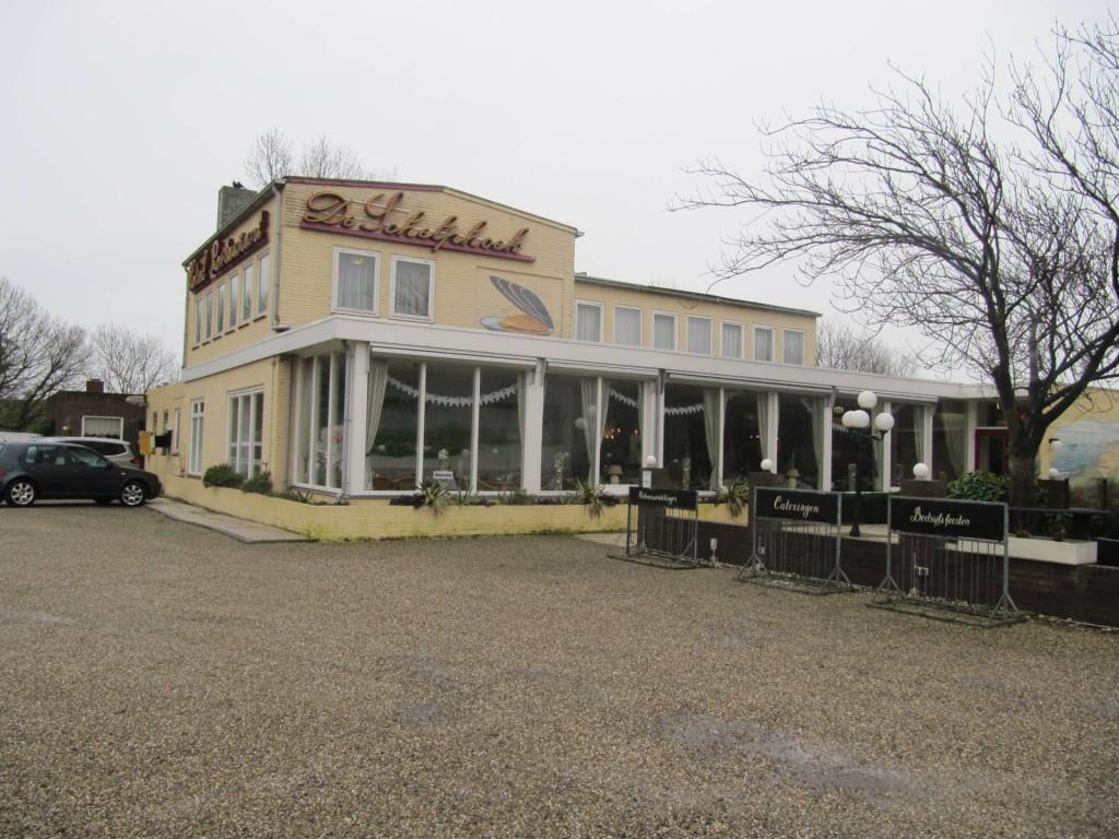 Hotel Restaurant De Schelpenhoek; De Buitenkant
