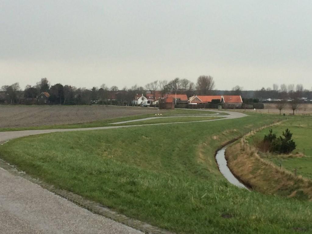 Het dorpje Ellemeet ligt mooi verscholen naast de N57.