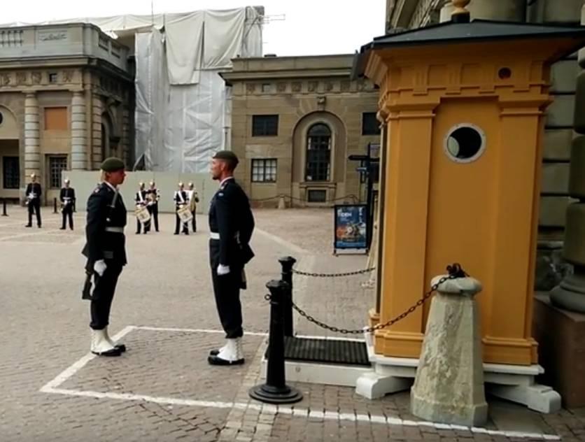 Wisselen van de Wacht bij Slot Stockholm (2016) [Klik op de foto om de video te bekijken]