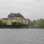 Met de boot vanaf het centrum van Stockholm ben je in een uurtje bij Drottningholm Palace. Een heel fraai paleis, die ook vandaag de dag nog gebruikt wordt door de koninklijke familie van Zweden.