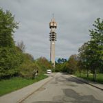 Tijdens onze fietstocht zagen wij ook nog deze TV en Radio toren met best wel wat parkeerplaatsen erbij.