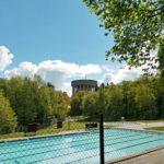 Tijdens onze fietstocht zagen wij ook nog dit zwembad met op de achtergrond een zeer fraaie watertoren.