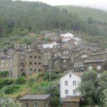 Piódão is een heel fraai dorpje gebouwd uit leistein op de steile kant van een heuvel.