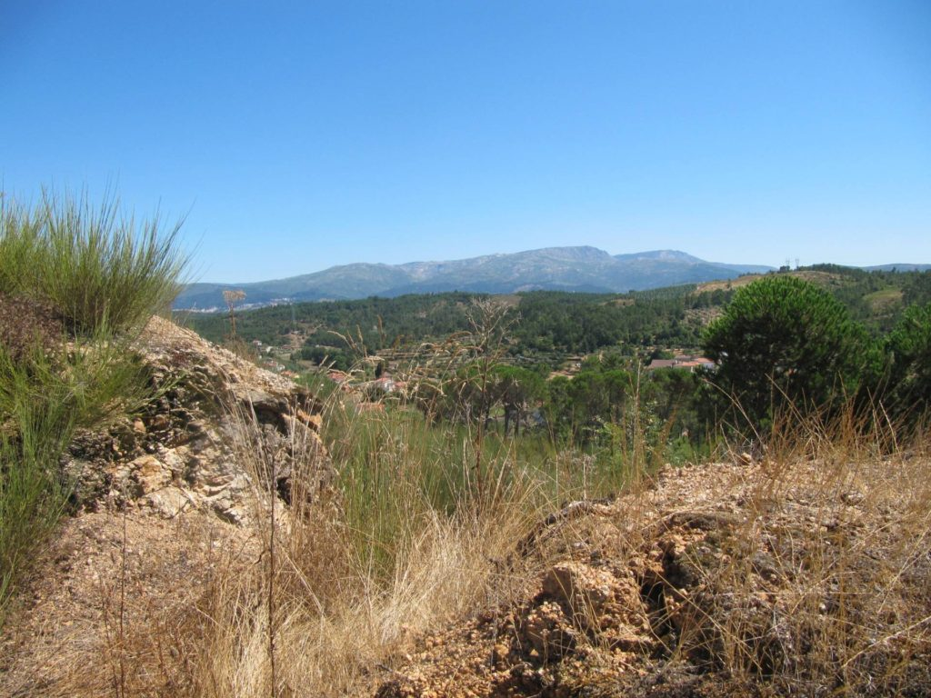 Dit mooie uitzicht zie je tijdens het wandelen van de gele stippen wandeling vanaf Camping Toca Da Raposa.