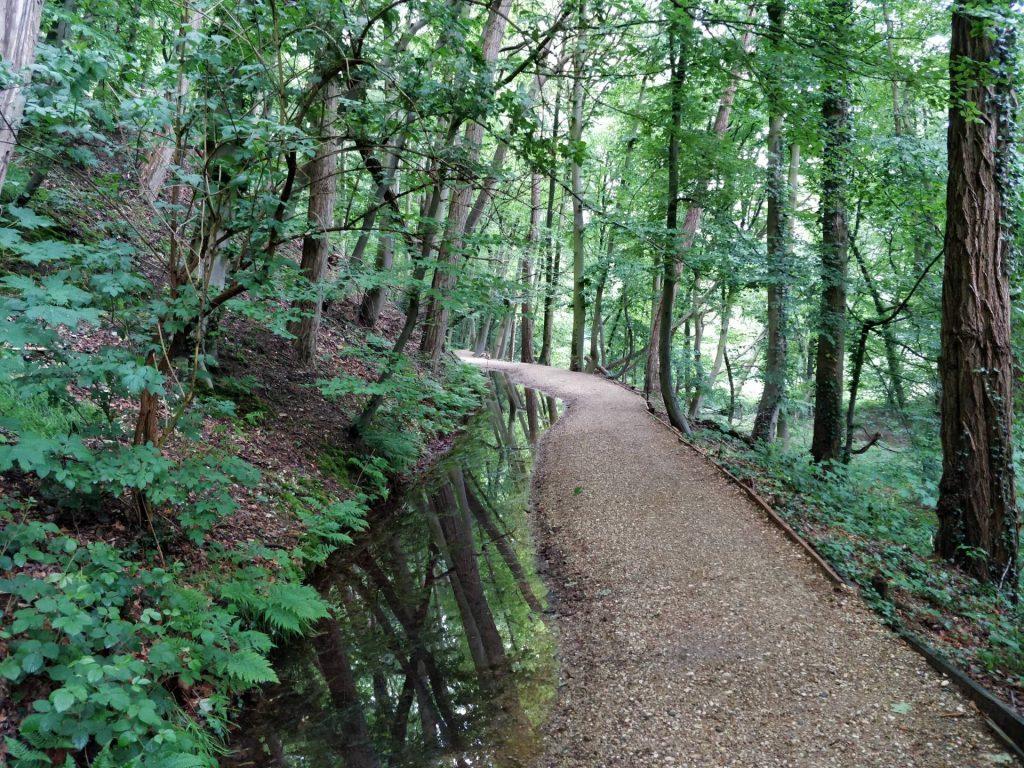 Een heel fraai pad langs een hele mooie beek