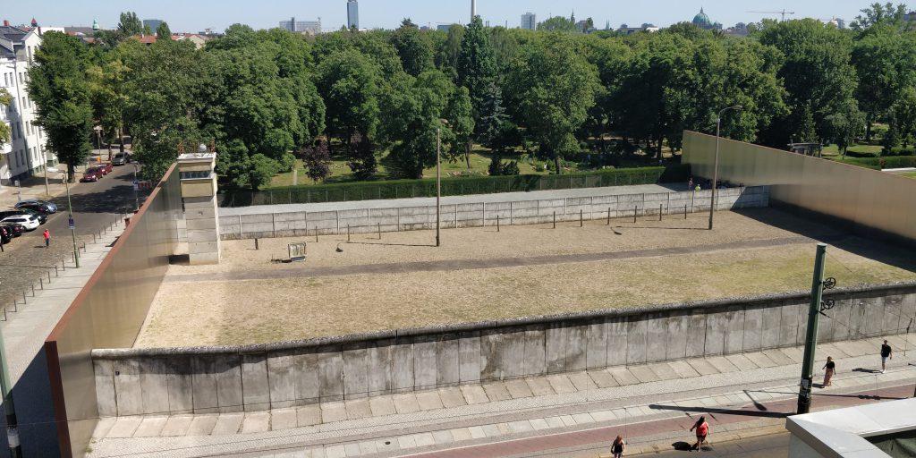 Niemandsland in Gedenkstätte Mauer