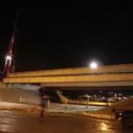 Plaatsing van de zware betonnen liggers (Jochem Bood)