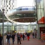 Winkelen in futuristisch Spazio (Dammis de Geus)