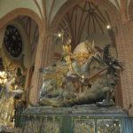 In een kerk in het oude centrum van Stockholm staat dit beeld van Sint Joris en De Draak.