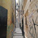 Dit is het smalste straatje in het oude centrum van Stockholm. Het straatje is ook wel erg fotogeniek.