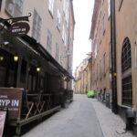 In het oude centrum van Stockholm is ook nog dit leuke straatje, met aan de linkerhand het aan te raden restaurant Kryp In.