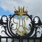 Tijdens onze fietstocht kwamen wij ook nog langs het Ulrikstal Palace met dit zeer fraaie toegangshek.