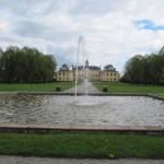 Het paleis Ulrikstal Palace en de fontein in één blik.