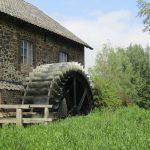 Dit fraaie waterrad zat vast aan een molen waar de wandeling vlak langs ging