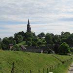 Hier zie je goed dat Vijlen hoger ligt dan de omgeving, maar dat de kerk nog hoger ligt dan Vijlen zelf