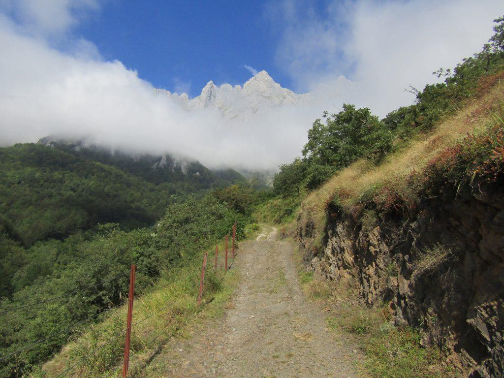 Weer een leuk pad met weer een fraai uitzicht op de bergen.